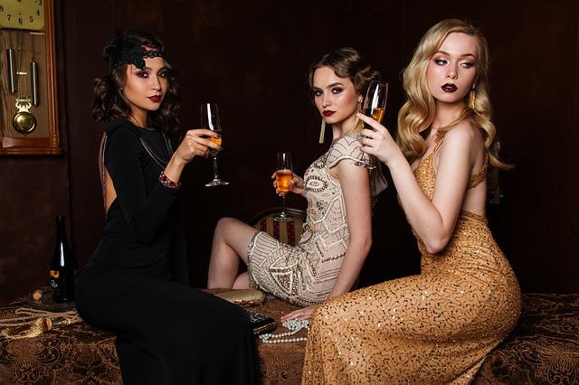 tři dámy a šampus.jpg