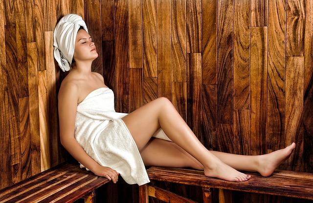 dívka v sauně.jpg