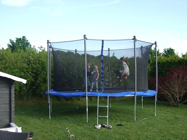 Jedinečný bezpečnostní prvek – ochranná síť na trampolínu