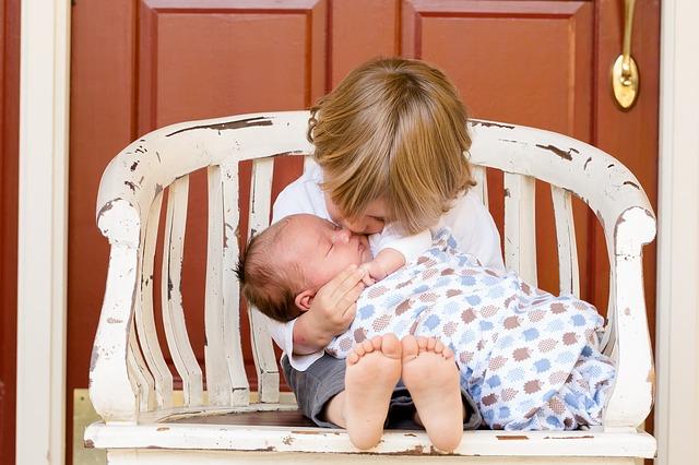 Jak připravit starší dítě na příchod sourozence