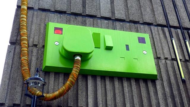 zelená zásuvka, elektrický rozvaděč