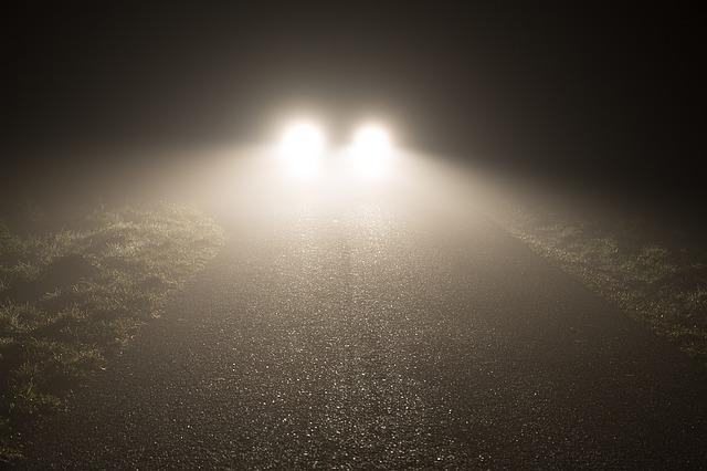 rozsvícená přední světla